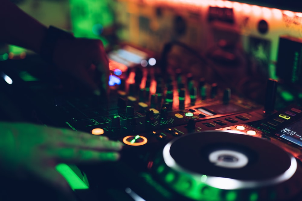 How To Choose The Perfect Songs For Your Wedding Reception